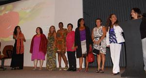 Mulheres no palco em lançamento do filme